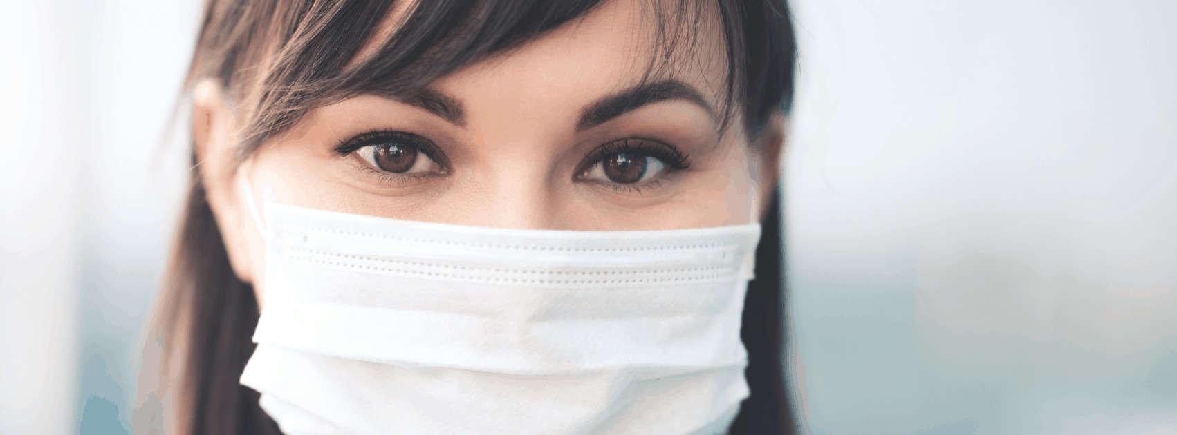 vrouw met mondmasker