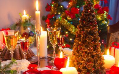 table dressée pour le dîner de Noël
