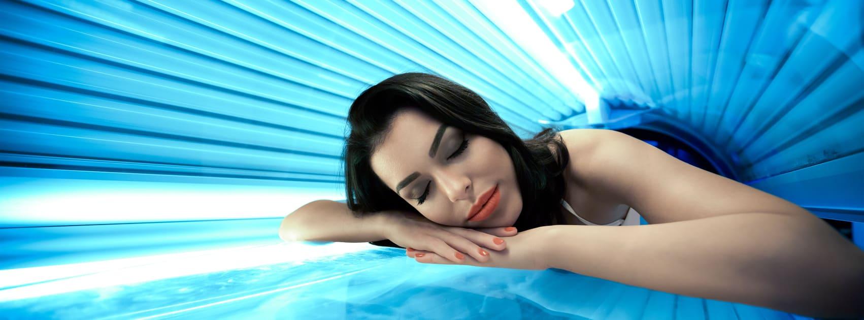 jeune femme sur le solarium