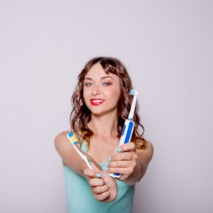 brosse à dents ordinaire ou électrique