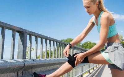 vrouw met knee brace