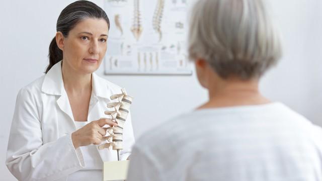 bezoek aan doctor in de orthopedie
